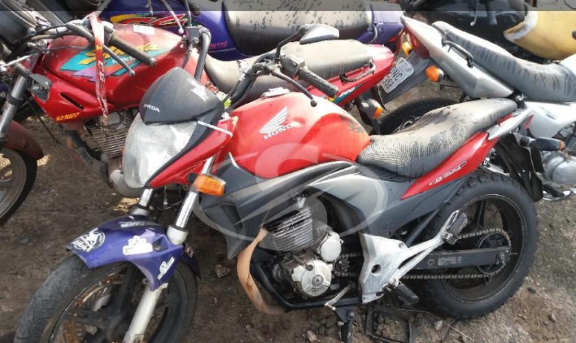 Leilão do Detran tem moto CB300R e +500 veículos