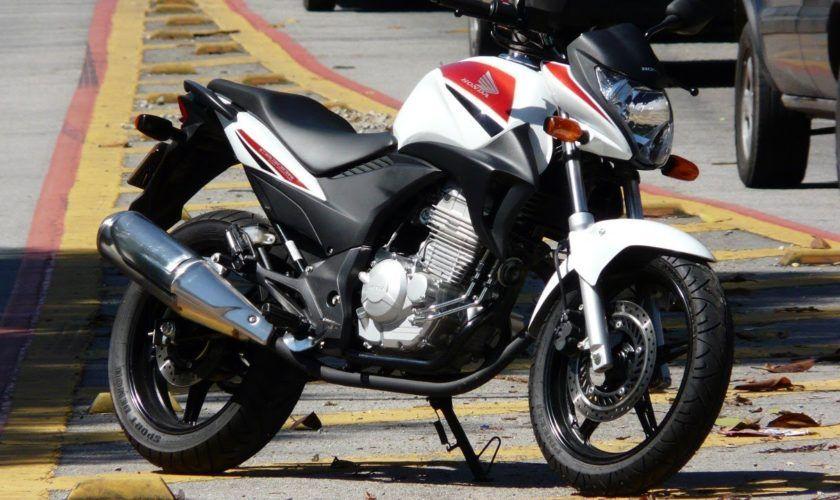 Leilão tem Honda CB 300R com lance inicial de R$400