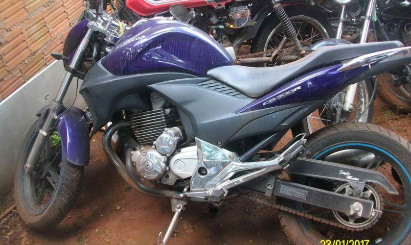 Leilão da superintendência de trânsito tem Honda CB 300R a R$ 2,9 mil