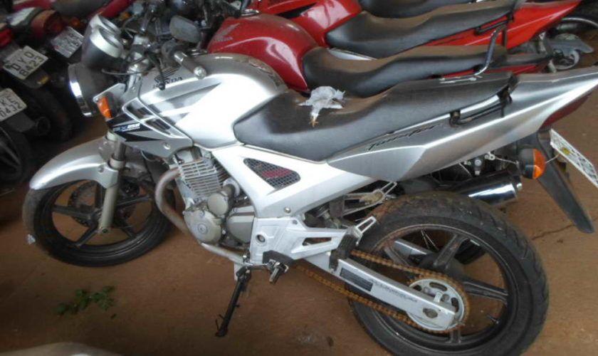 Leilão de veículos tem Honda CBX Twister a R$ 1 mil